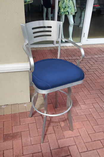 Gwen Outdoor Aluminum Stool with Arms