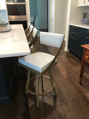 Amisco'S Fame Swivel Counter Height Stools in Gold Metal Finish and Off-White Vinyl Seats in Modern Kitchen