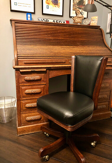 Darafeev's 615 Oak Flexback Swivel Adjustable Height Desk Game Chair in Tobacco Wood and Black Vinyl Seat Back Cushion